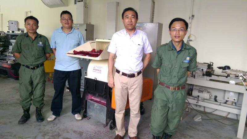 May-bam-vo-chai-nhua-cung-dai-Hitech-200